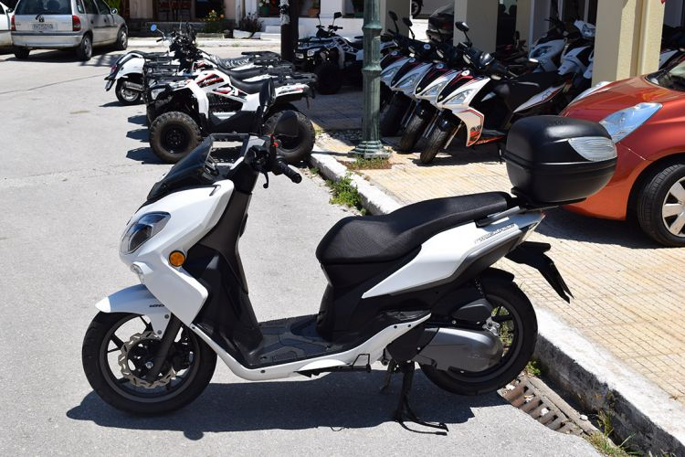 Kefalonia scooter rentals 04